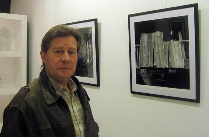 Casimiro Martinferre en la galería Ármaga. Fotografía: Eloísa Otero.