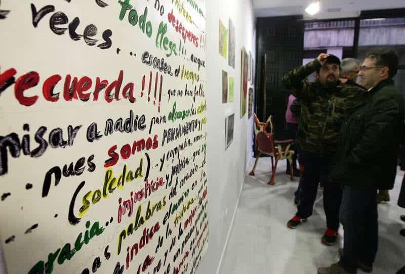 Una de las obras de la exposición artística colectiva inaugurada ayer en la galería Ármaga de León. - © Fotografía: ramiro (Diario de León).